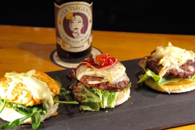Noche Americana. Dos hamburguesas y cerveza La Virgen por 19€